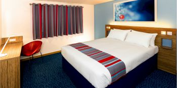 Cambridge Party Travelodge hotel B&B