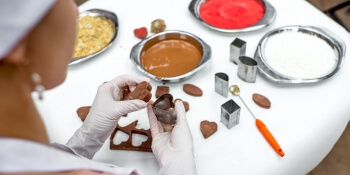Hen Activities Chocolate Making Kit